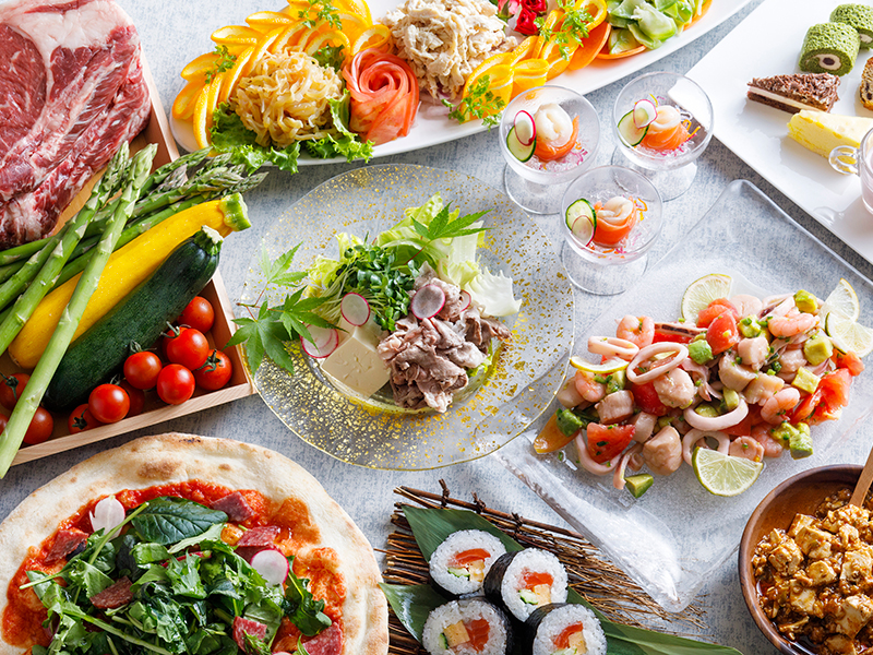 【夕食ブッフェ・一例】旬の地元食材をふんだんに!種類豊富な和洋中ブッフェをご提供致します。